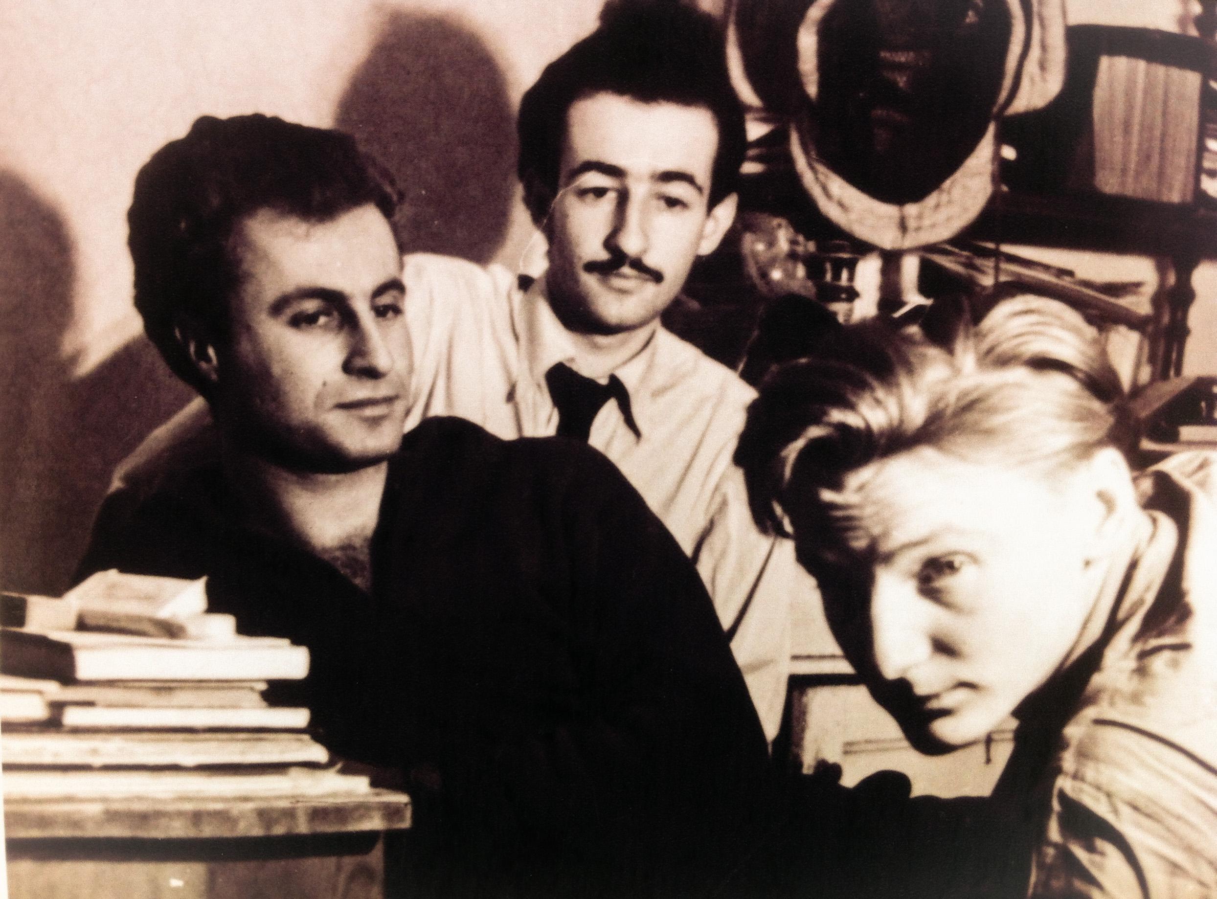 Juraj Šajmovič (vlevo) na studentské koleji s Jurajem Herzem (uprostřed). Foto: Rodinný Archiv Juraje Šajmoviče ml.