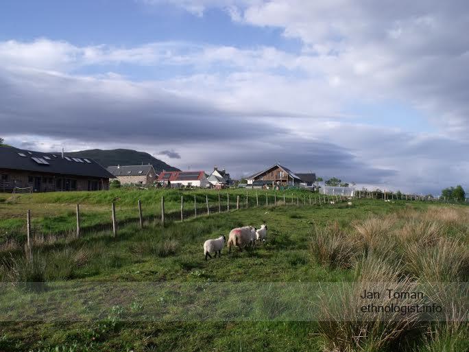 Obydlí komunity Tombreck farmy. Foto: Jan Toman