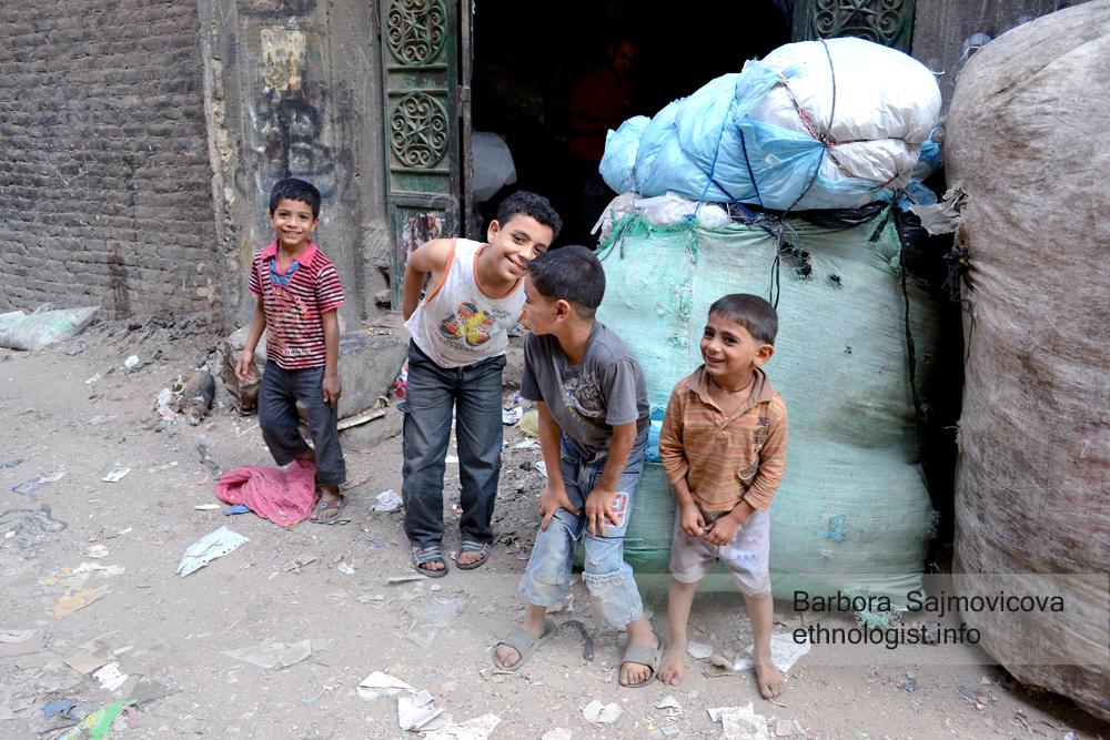 Děti sběračů odpadků. Káhira, říjen 2011, foto: Barbora Šajmovičová.