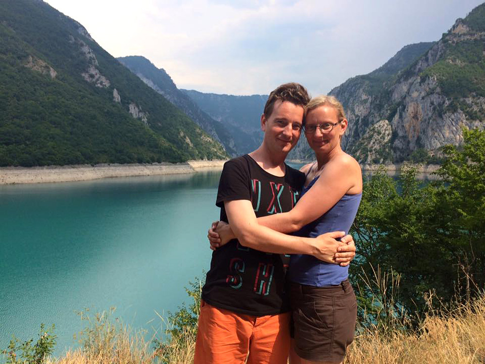 Petr Jablonský se svou snoubenkou Martou v Národním parku Durmitor. Foto: Neznámý autor z Černé Hory, 2015.