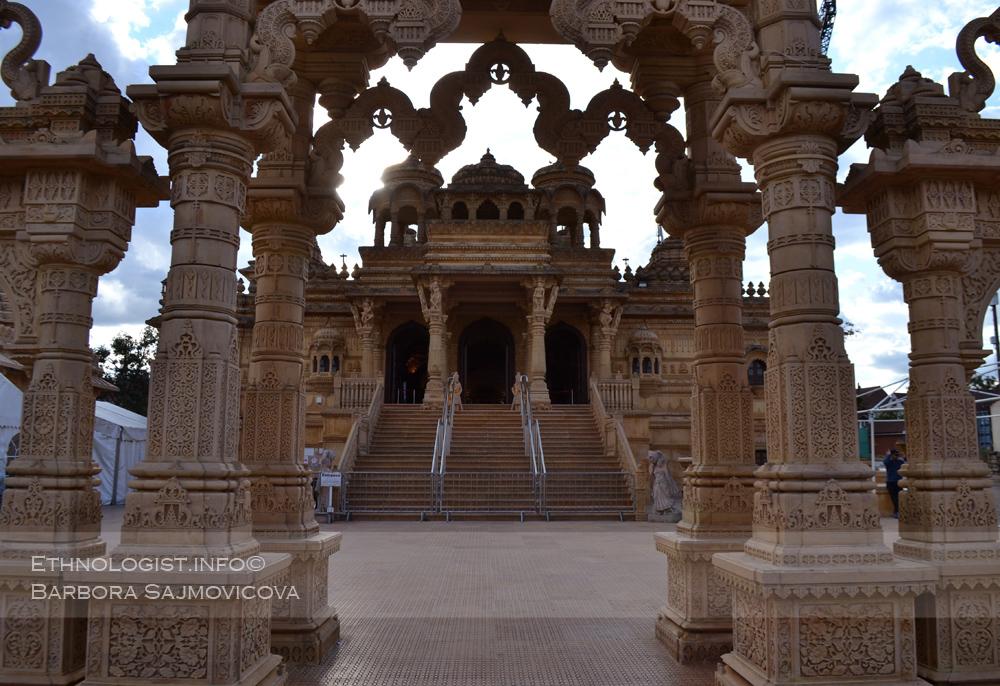 Hinduistický chrám (mandir) Šrí Sanátana. Foto: Barbora Šajmovičová, Londýn, 2015.