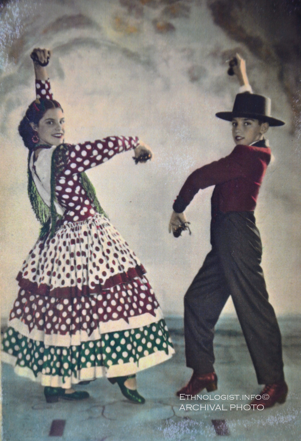 The Uruguayan children of Italian-Spanish parents in Uruguay. Soledad Barnó Piazza (leftside) and Fermín Pedro Barnó Piazza (rightside). Archival Photo: ethnologist.info