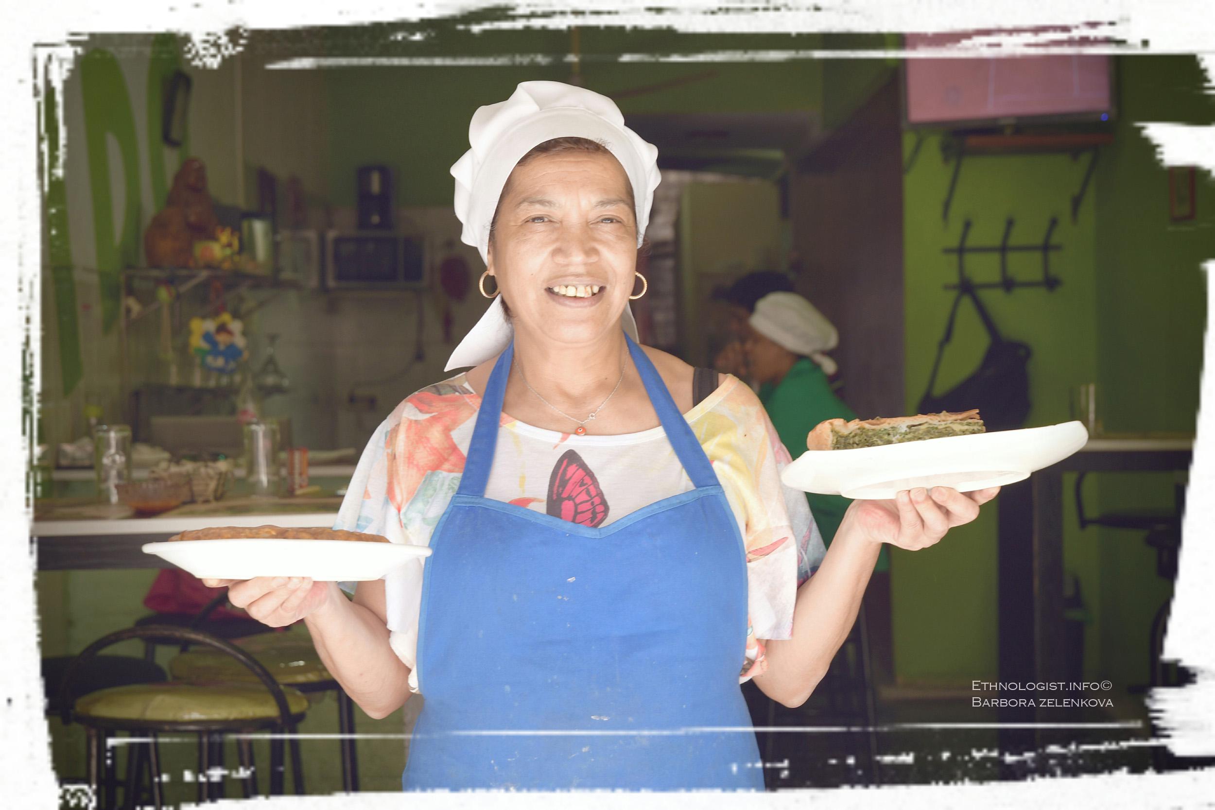 Rotisería Maido v Montevideu a její šéfkuchařka Kristina se špenátovou tortou. Foto: Barbora Zelenková, 2016.
