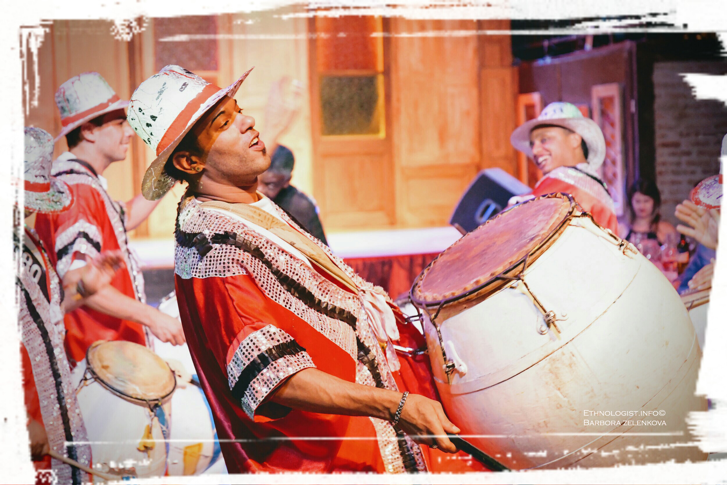 Hudební vystoupení candombe v sále Milongón v Montevideu. Foto: Barbora Zelenková, Prosinec, 2016.