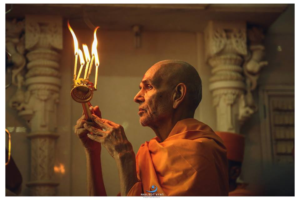 Významný guru Mahant Swami při modlitbě. Foto: Navjyot Vyas