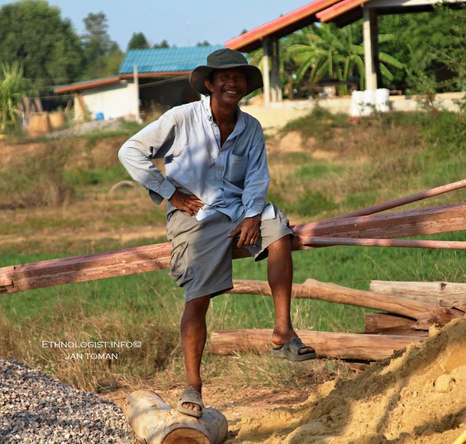 Thajský muž na stavbě. Foto: Jan Toman, 2017.