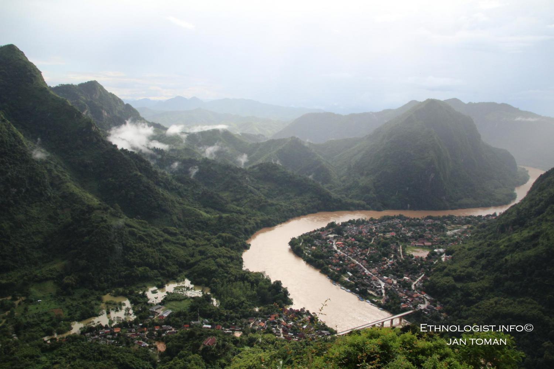Krasová oblast Nong Khiaw na řece On. Foto: Jan Toman, Laos.