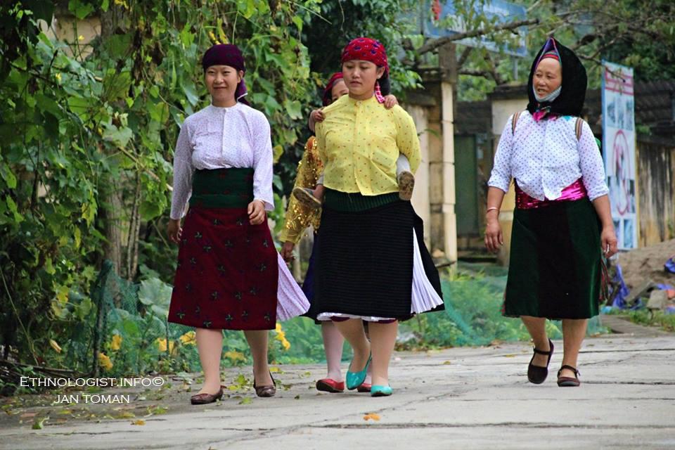 Tradičně oděné ženy v Ha Giangu. Foto: Jan Toman, Vietnam.