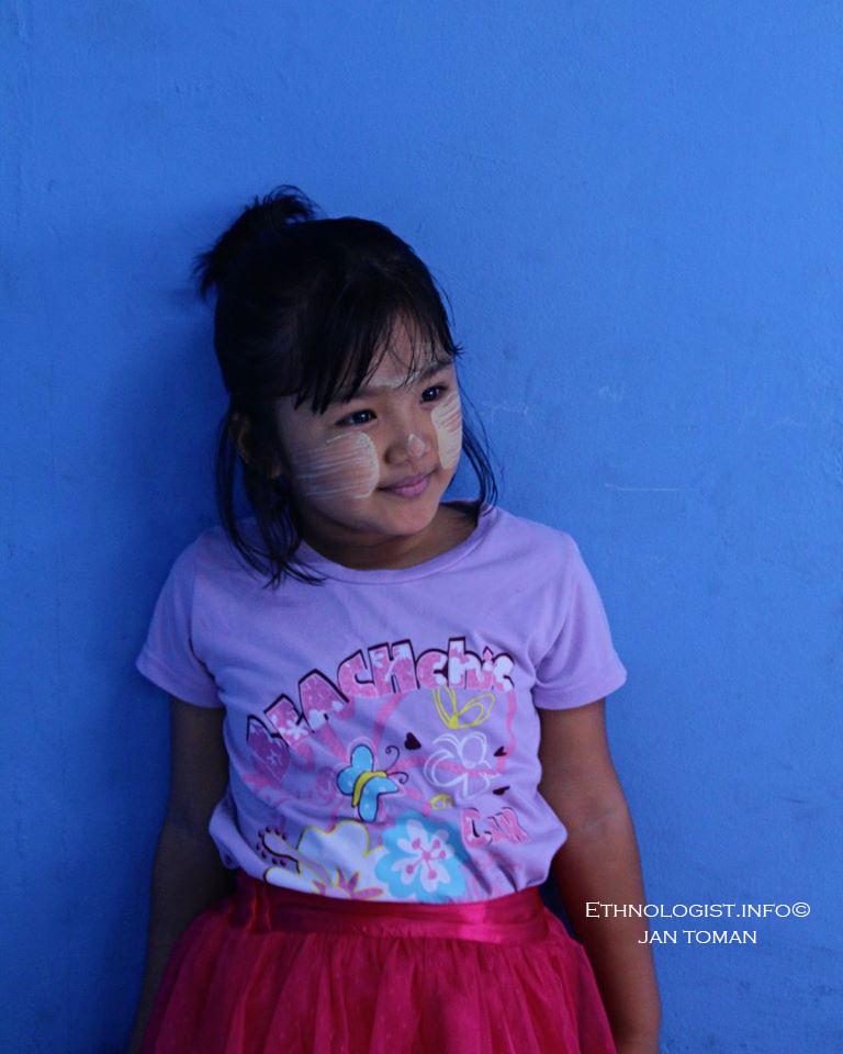 Portrét karenské dívky na farmě v Malajsii. Foto: Jan Toman